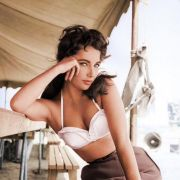 A colourized photograph of Elizabeth Taylor on the set of the 1956 film
