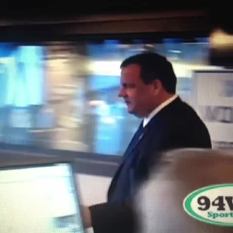 Chris Christie falls off chair