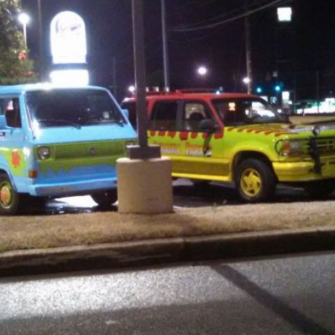 Just Shaggy and John Hammond at Taco Bell...