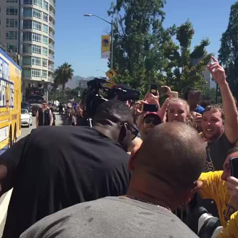 Draymond Green pours champagne all over fan at parade