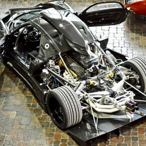 Zonda R flexing its legs