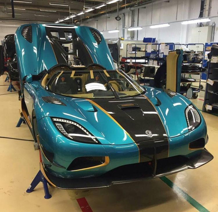 the first japanese koenigsegg agera rs on the assembly line. Black Bedroom Furniture Sets. Home Design Ideas